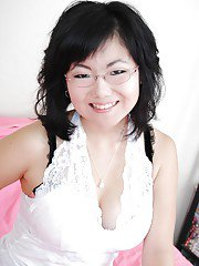Amateur Asian babe in glasses Chi Yoko with awesome snatch and tits