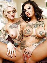 Bonnie Rotten and Kleio Valentien playing in dirty lesbian games