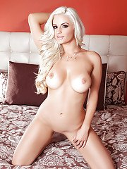 Adorable babe with tasty melons Amy Lee wants to jill on bed