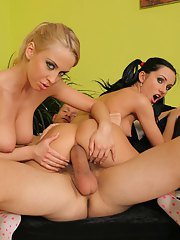Two beauties Lynn and Mandy Dee in a threesome groupsex action
