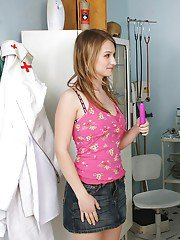 Formidable girl with big tits Brody Beart is fingered by a doctor