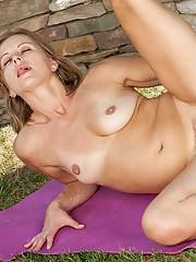 Mature slut Melissa Rose is doing some hot exercises outdoor