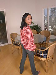 Astounding amateur teen Arlyn is taking off her tight blue jeans