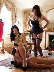 Threesome sex with an formidable European brunette Emma Leigh