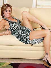 Mature babe Felicity spreading legs and showing that tight pussy