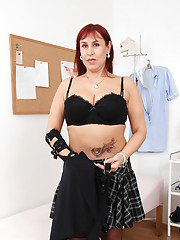 Booty mature Darja taking off lingerie and getting ready for pleasure