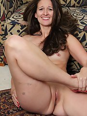 Milf with natural tits Stephanie Roberts gets naked and masturbates