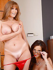 Two hot ladies have gotten themselves a lesbian evening in office