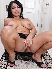 Nasty brunette Eva is a sexy milf with trimmed delicious pussy