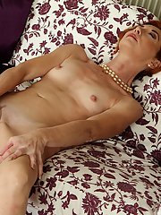Cute milf slut Ariel is masturbating her awesome shaved pussy