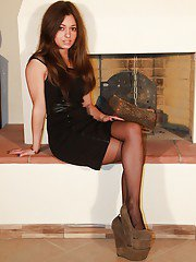 Brunette babe Emma has a foot fetish passion that she wants to share