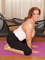 Sporty milf Nicky Ferrari is doing some workout absolutely naked