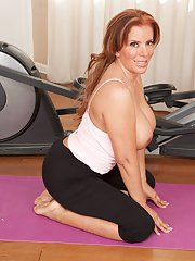 Close up excercizes of an marvelous Latina milf babe Nicky Ferrari