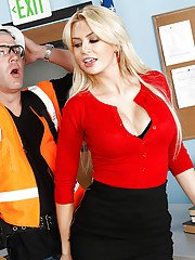 Reality beauty Gigi Allens gets seduced by a road worker in her office