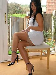 Stockings model Michelle is demonstrating her perfect body in high heels