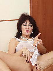 Melisa spreading mature pussy and rubbing her delicious boobies