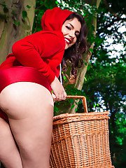 Outdoor posing from a milf babe with a big ass Valentina Nappi in a uniform