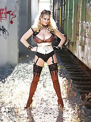 Kelly Madison is showing off in her fantastic stockings and high heels