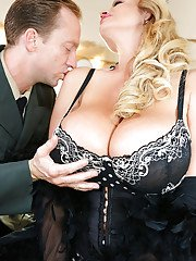 Kelly Madison has her amateur milf pussy licked out nicely by her man
