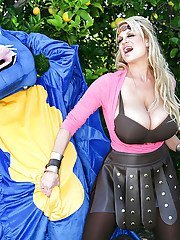 Outdoor blowjob done by an non nude amateur mature Kelly Madison