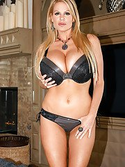 Kelly Madison reveals her natural milf big tits in a lingerie