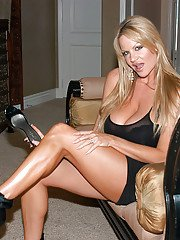 Superb babe with big tits Kelly Madison shows off in a lingerie