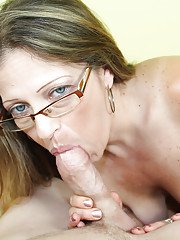 Sexy milf does an first class blowjob while wearing her glasses