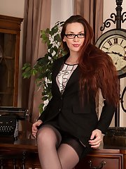 Wonderful MILF in glasses Mistique is so nasty and beautiful
