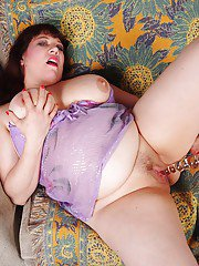 Masturbating fatty Rubee rubs her mature pussy and saggy tits