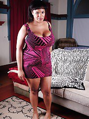 Ebony mature Betty demonstrates her fatty body her big tits and tight ass