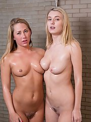 Fingering lesbians Natalia Starr and Carter Cruise caught in shower