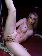 Amateur milf with big tits and tight ass Courtney Cummz dose striptease dance