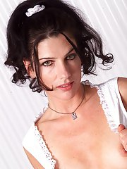 Brunette milf babe Anna takes part in an amazing posing scene