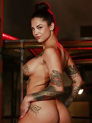 Tattooed babe Bonnie Rotten has her glasses on and is masturbating