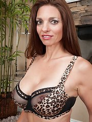 Mature babe with big tits Mindi Mink shows off in high heels
