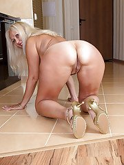 Masturbating scene features mature babe in high heels Callidica