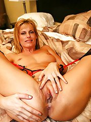 Mature cutie Darryl Hannah has groupsex in her fishnet stockings