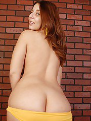 Chubby babe with a nice boobies Lexxxi plays with her dildo toys