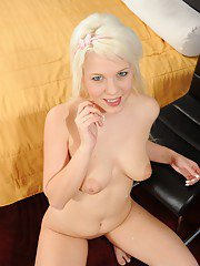 Gorgeous bleached babe Sharon gives a good deep blowjob on the cam