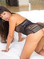 Milf with pretty face Mercedes Carrera shows off her stunning skills