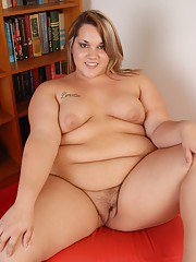 Fatty chick Kristina is sliding her fingers deep in her snatch