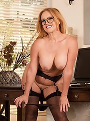 Mature blonde Goldee Monroe is stretching her tight hot pussy