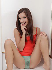 Close-up scene with wet pussy of skinny young brunette Mary Jane