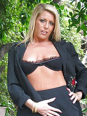 Mature blonde Ginger Spice shows off her gorgeous big boobs!