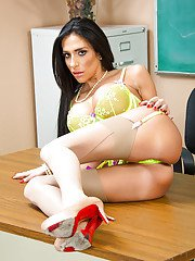 Beauty babe teacher Jaclyn Taylor plays with her hot big boobies