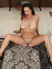 Mature Latina DeSire Delgoto shows off her stunning natural boobs
