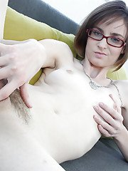 Amateur babe Jay Taylor spreading her legs and masturbating sexy