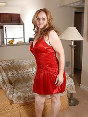 Fatty mature Venus shows her cute-looking saggy boobies on cam