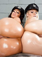 Anikka Albrite and Jada Stevens are showing their lesbian love
