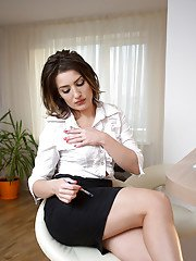 Mature brunette Tanya is playing with her lovely naked shape!